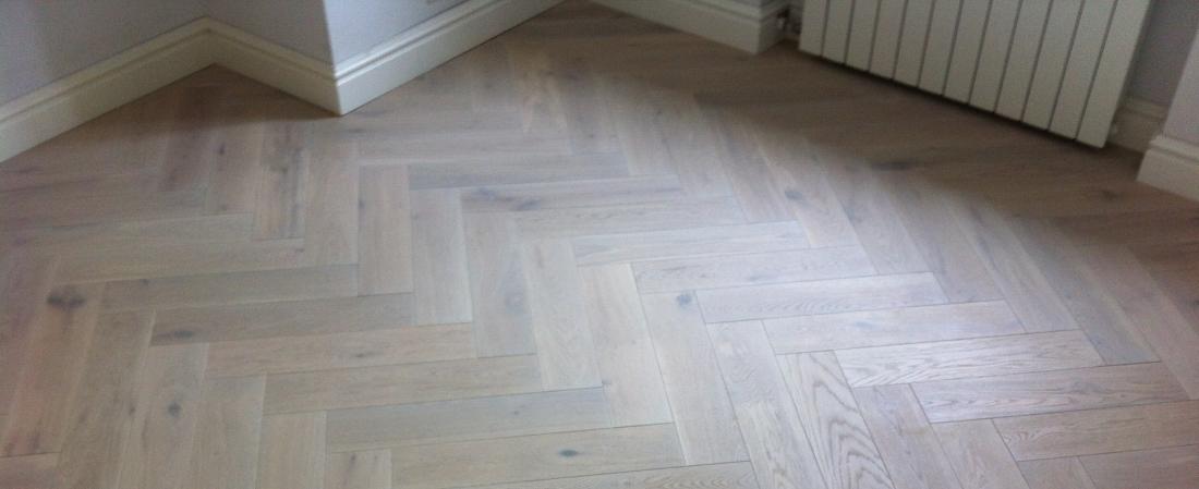 Odrestaurowana drewniana podłoga
